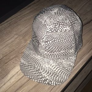 Lululemon women's hat worn once!